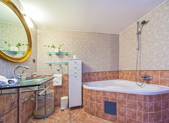 Bathroom with bath | Villa Rasotica