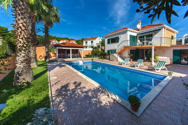 Charming Villa Rasotica with private swimming pool and its infield