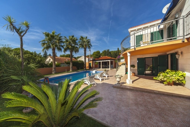 Beautiful Villa Rasotica and outside terrace with the swimming pool and sunbeds